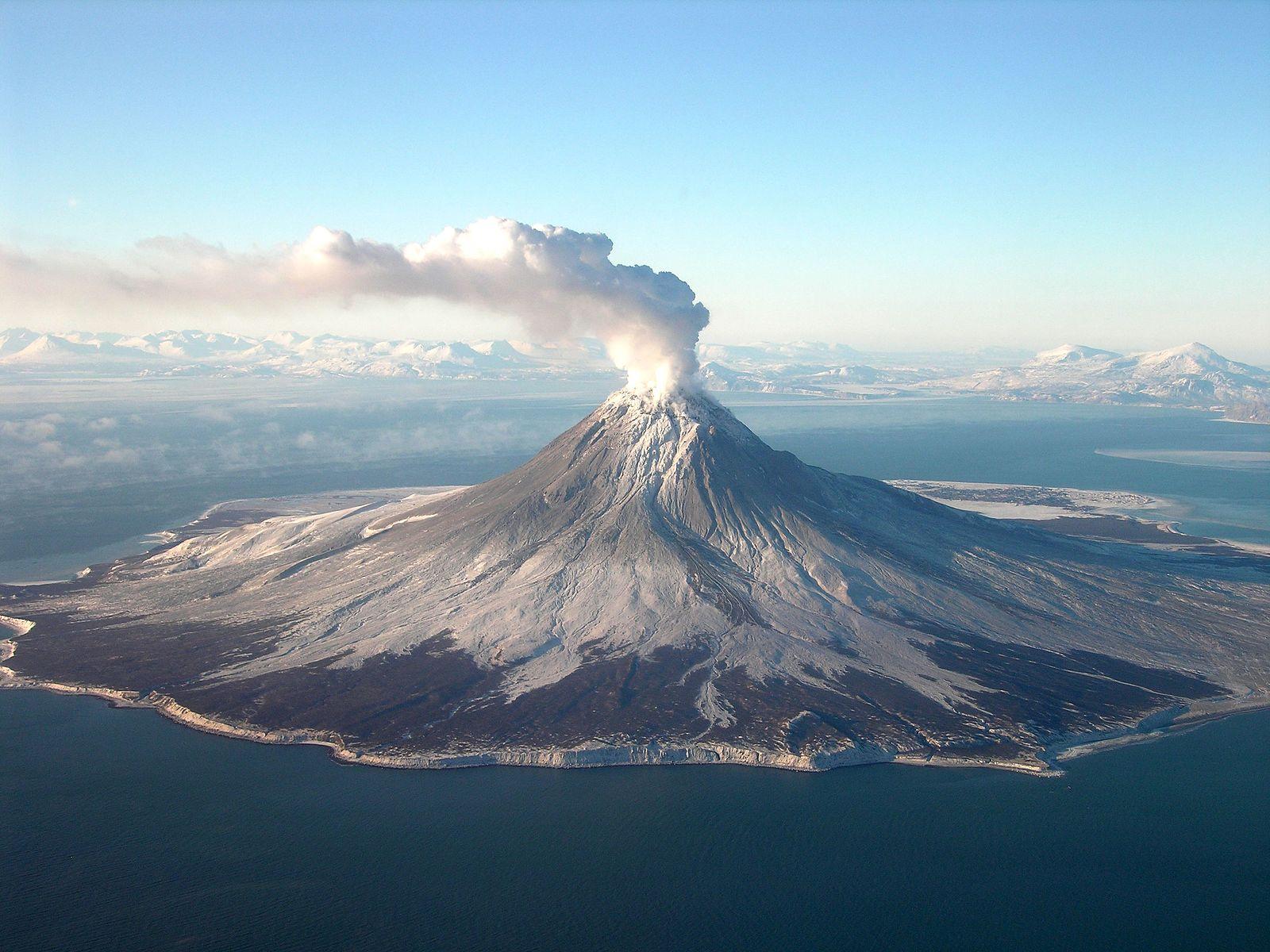 Augustine_volcano_Jan_24_2006_-_Cyrus_Read