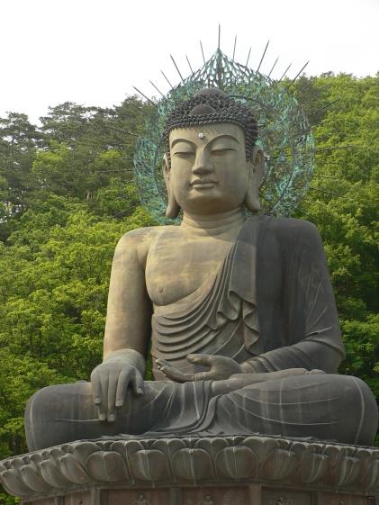 Korea-Seoraksan-Buddha-Statue-01