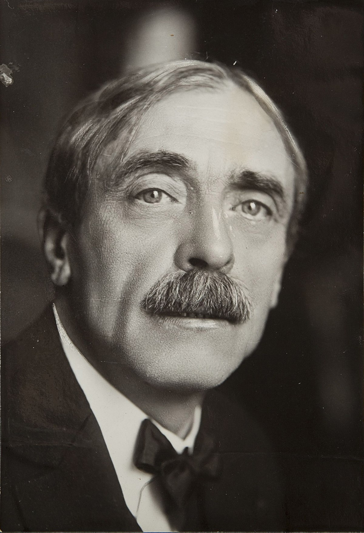 1200px-Paul_Valéry_-_photo_Henri_Manuel