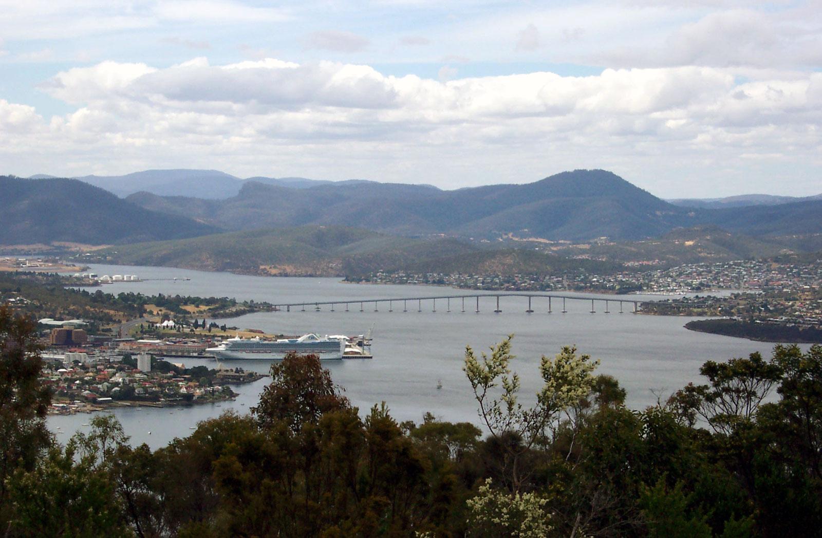 Tasman_Bridge1