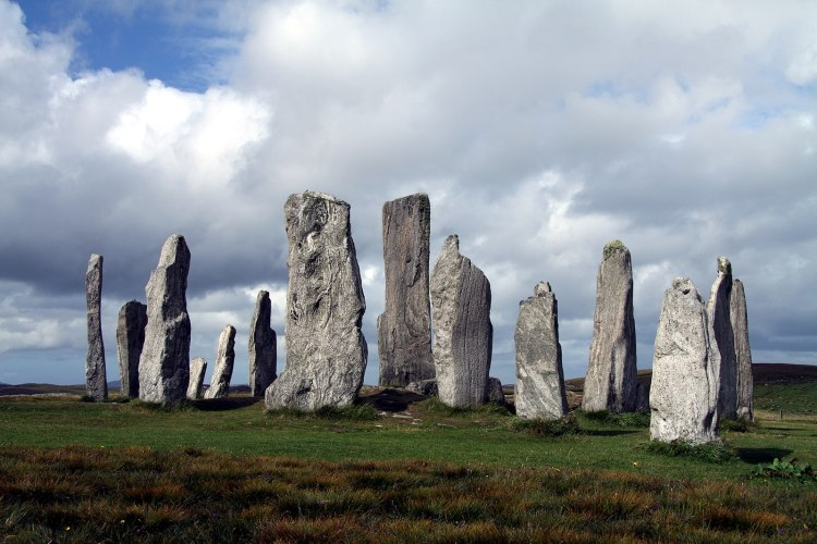1599px-Callanish_Stones_in_summer_2012_(7)